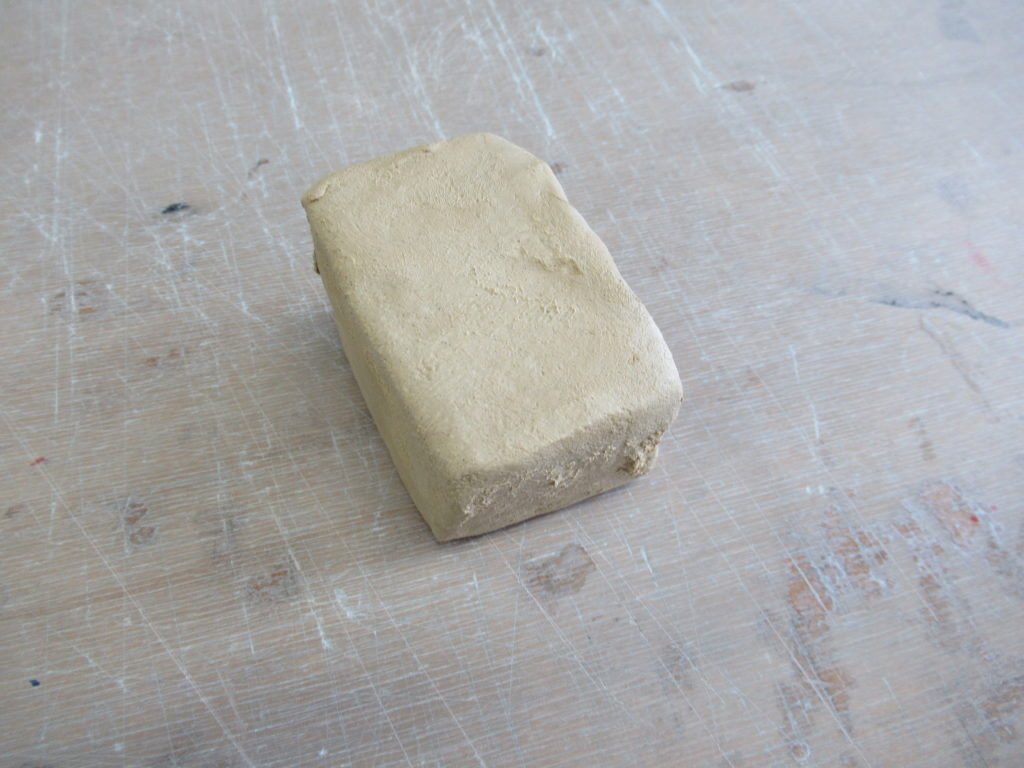 発掘ふれあい館の土器作り粘土