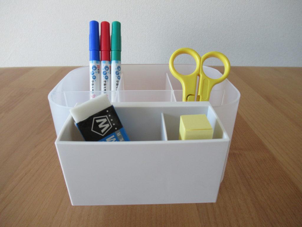 ダイソーの積み重ねボックスと無印良品のポリプロピレンファイルボックス用の仕切付ポケットで作ったペン立て