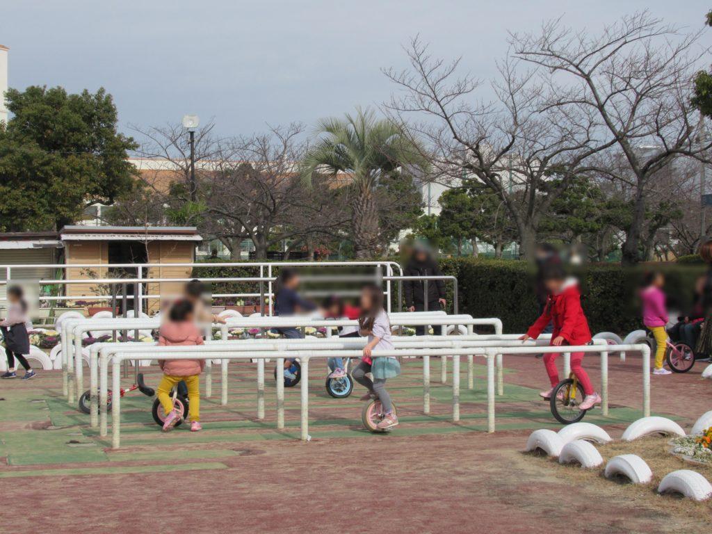 稲野公園運動施設の一輪車練習コーナー