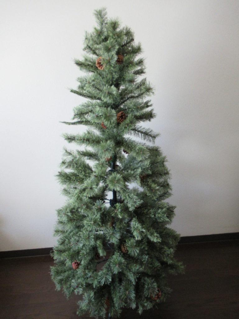 スタジオクリップのクリスマスツリー組み立て完了