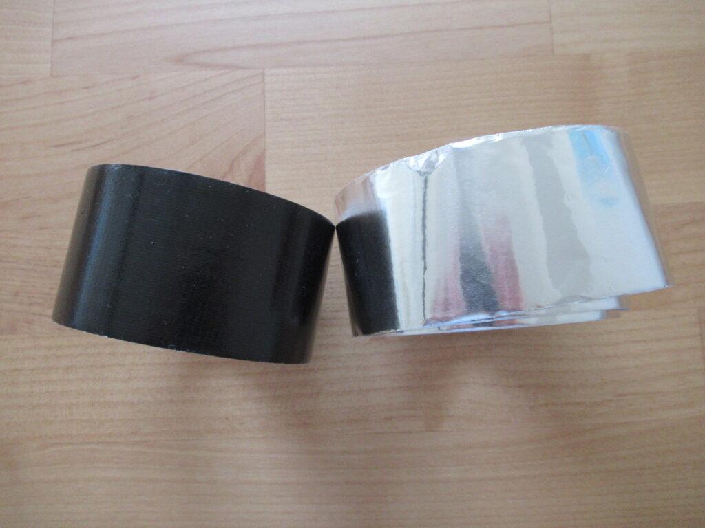 黒いガムテープとアルミテープ